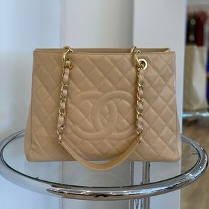 CHANEL Caviar Quilted Grand Shopping Tote